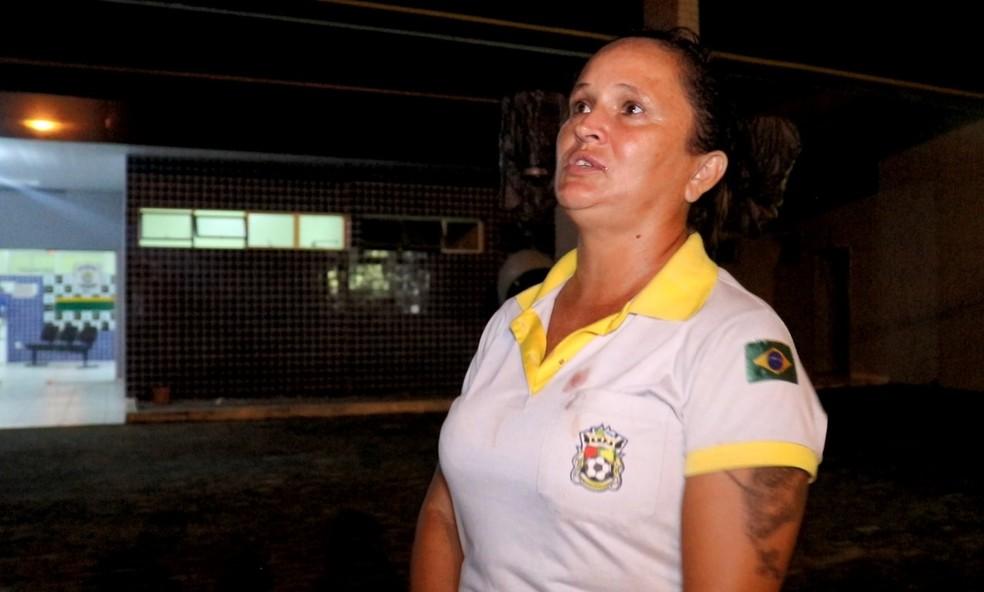 Árbitra Eliete Fontenele registra caso de agressão em jogo  — Foto: Kairo Amaral/TV Clube