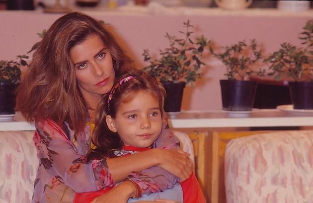 Maitê Proença e Tatyane Goulart em cena de 'Felicidade', de 1991 (Foto: Bazilio Calazans)