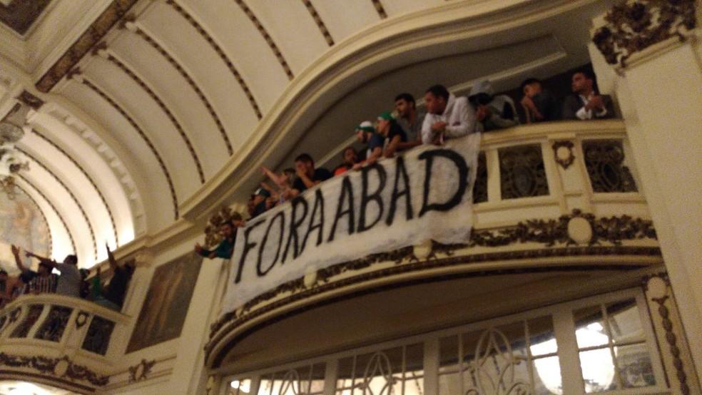 Protesto marca reunião do Fluminense (Foto: Reprodução Redes Sociais)