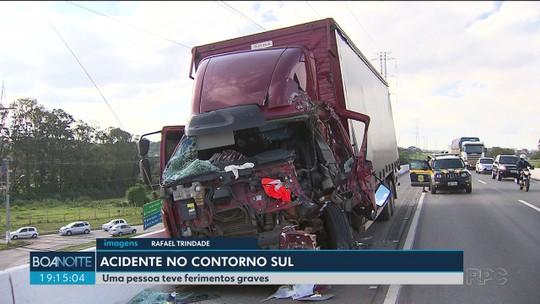 Motorista fica ferido em batida entre dois caminhões, no Contorno Sul de Curitiba