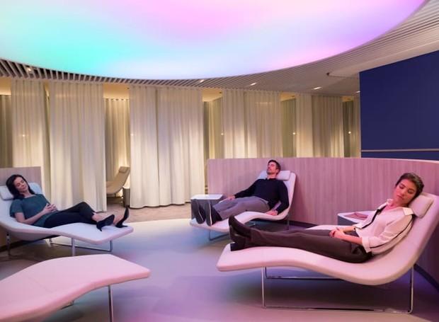 Uma sala de descanso, usa as técnicas da cromoterapia para relaxamento (Foto: Air France/ Reprodução)