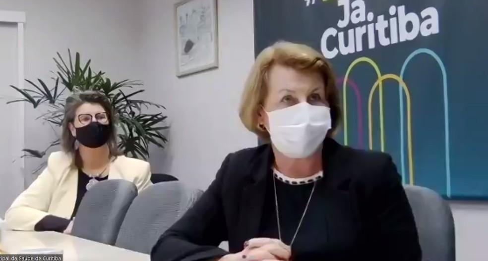 Infectologista da Secretaria Municipal de Saúde de Curitiba, Marion Burger, e secretária municipal de Saúde, Márcia Huçulak, em entrevista coletiva sobre a volta da cidade à bandeira vermelha — Foto: Reprodução