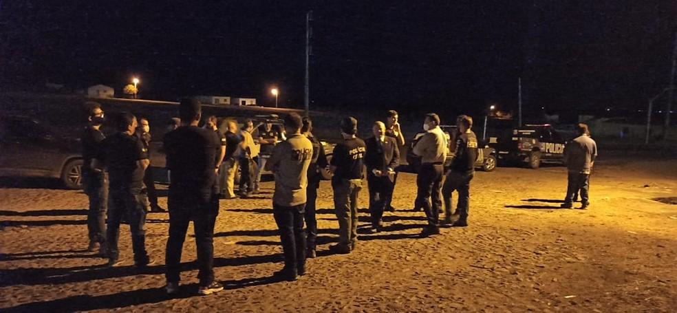 Polícia Civil cumpre mandados de busca e apreensão nas residências dos candidatos a prefeito, vice, vereadores e apoiadores do município de Pacujá, após suspeita de compra de votos. — Foto: Divulgação