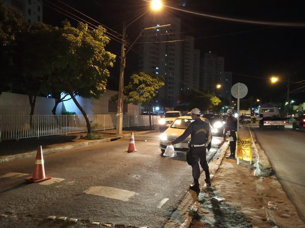 Operação Lei Seca flagrou 50 motoristas dirigindo embriagados em uma blitz montada na madrugada deste sábado (25) na Avenida Abel Cabral, em Parnamirim — Foto: Divulgação/Lei Seca