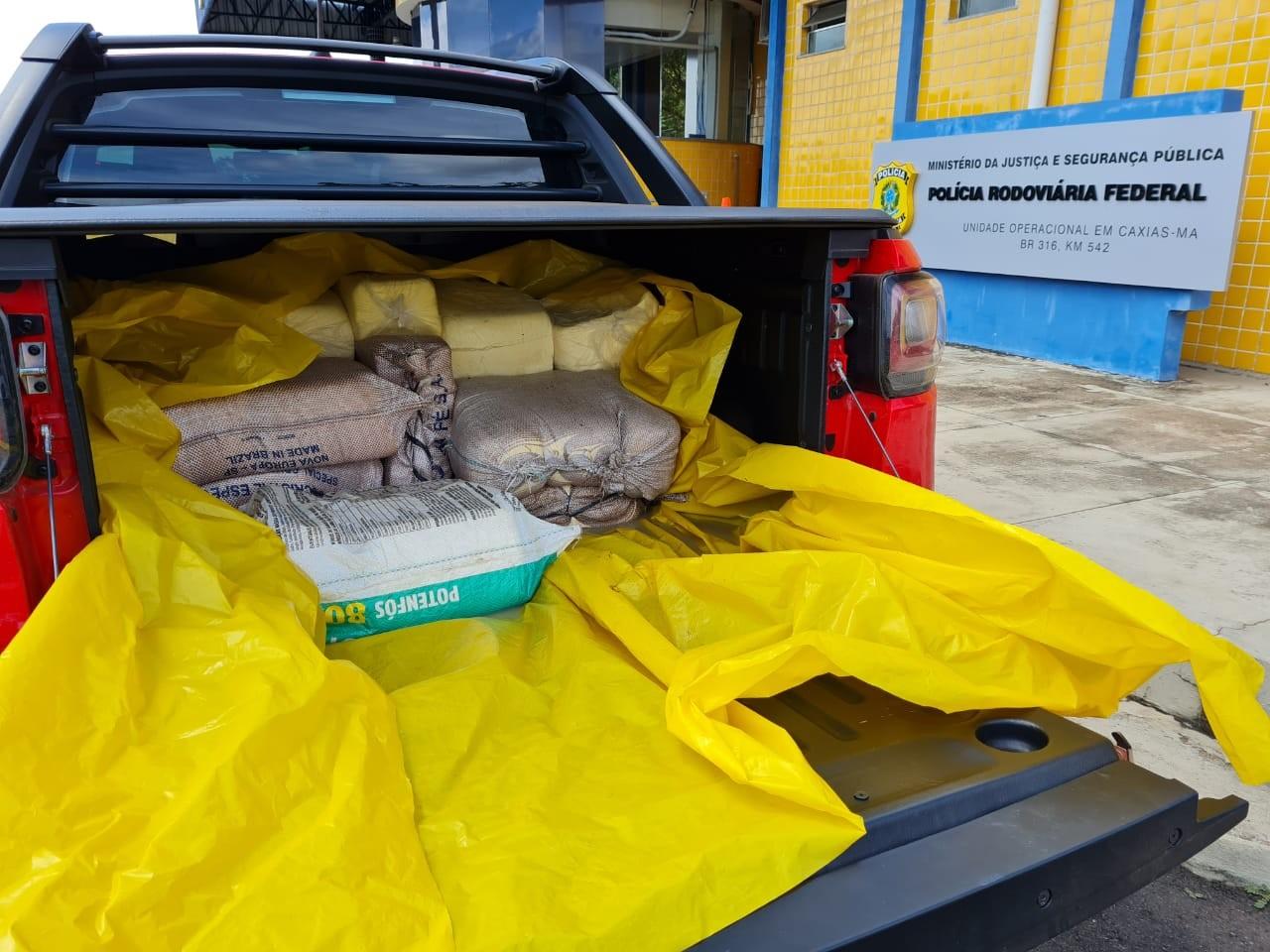 PRF apreende veículo com mais de 200 kg de queijo sem documentação no MA
