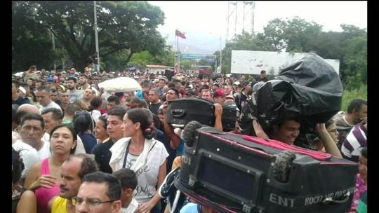 População recorre à máfia pra conseguir sair da Venezuela