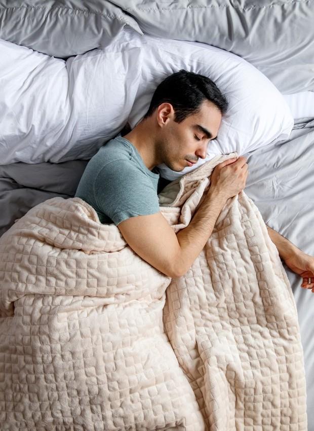 Cobertor pesado pode ajudar com insônia e ansiedade (Foto: Divulgação)
