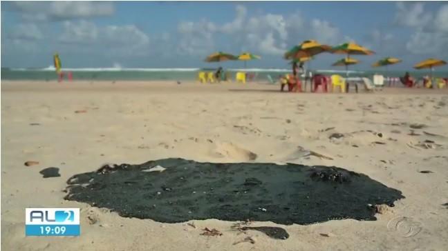 Amostras de substância oleosa que surgiu nas praias de AL serão analisadas em instituto no RJ - Notícias - Plantão Diário