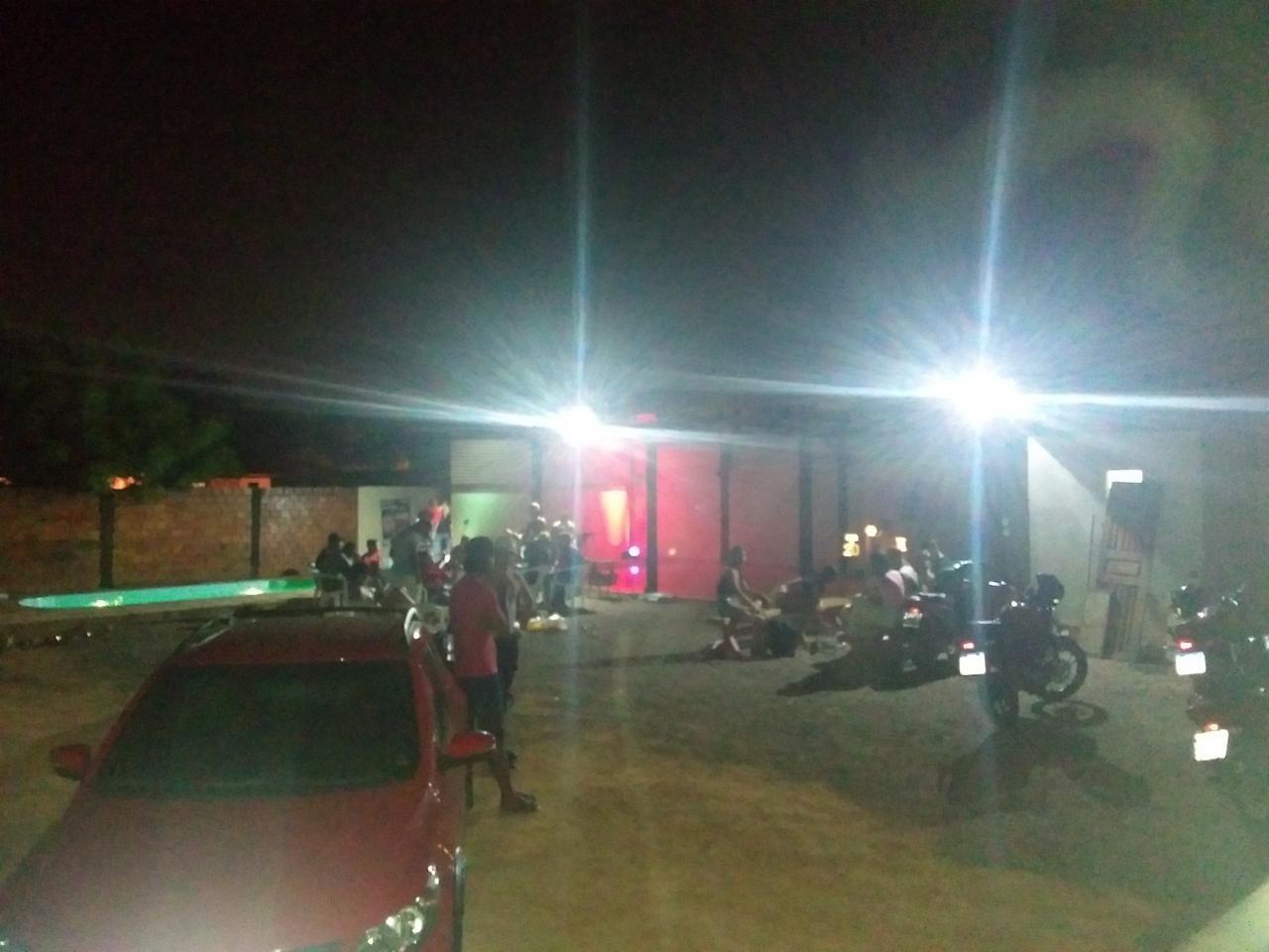 Polícia encerra festa de aniversário com mais de 100 pessoas em Ariquemes, RO