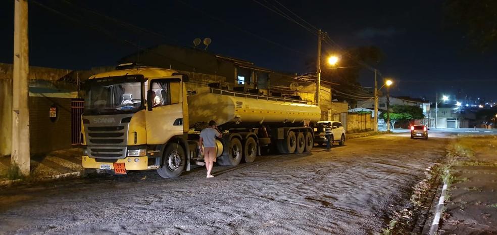 Caminhão-tanque com 30 mil litros de combustível que foi roubado foi achado pelo dono, através de rastreador, na Bahia — Foto: Divulgação/Decarga Feira de Santana