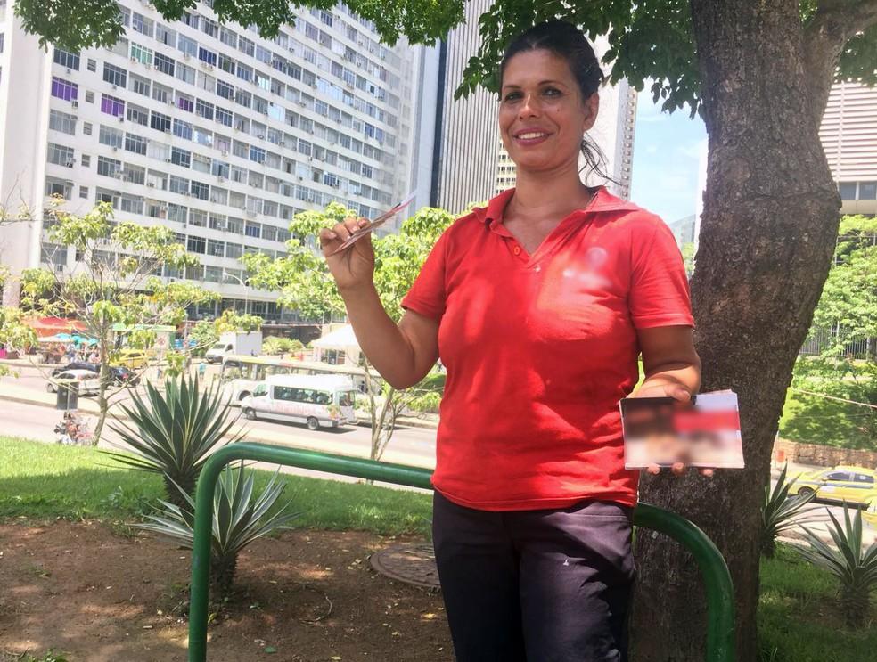 Jorgina Cordeiro Muniz, de 38-anos, trabalha apenas 4 horas por dia, mas gostaria de trabalhar ao menos o dobro para ter renda maior (Foto: Daniel Silveira/G1)
