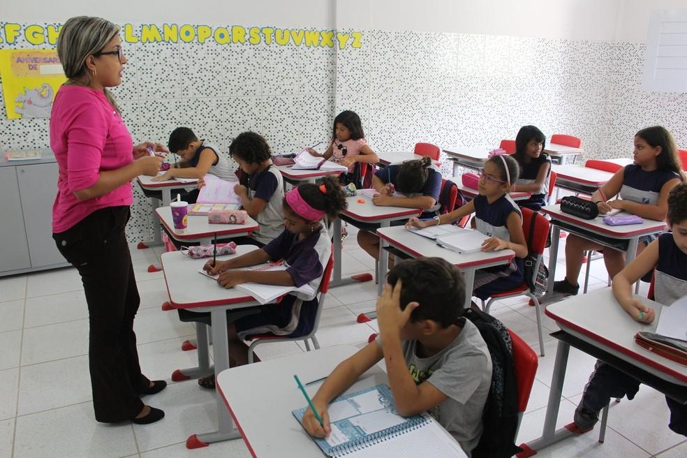 Professora ministra aula em escola de Natal (Foto: Divulgação/Prefeitura de Natal)