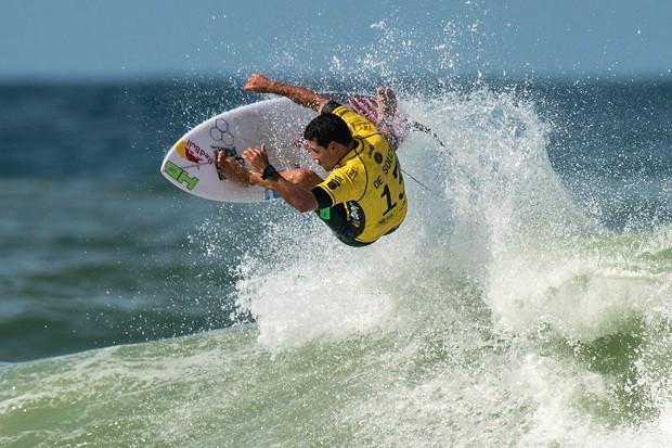 Adriano de Souza, o Mineirinho, é campeão mundial de surfe em 2015 (Foto: Getty Images)