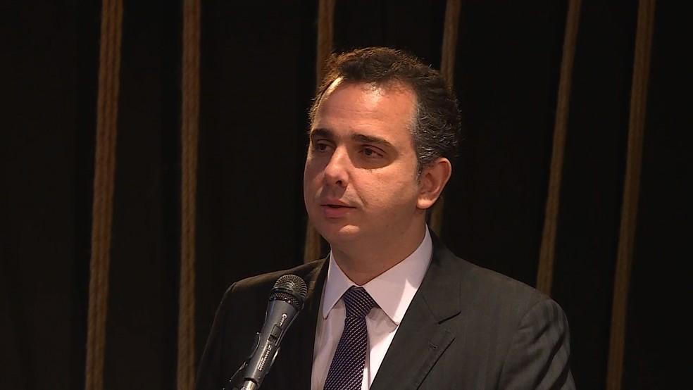 Deputado federal Rodrigo Pacheco (PMDB), presidente da Comissão de Constiutição e  Justiça da Câmara dos Deputados, durante palestra em universidade de Belo Horizonte (Foto: Reprodução/TV Globo)
