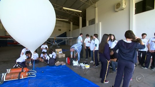 Alunos de SP realizam lançamento de balão estratosférico em Itápolis