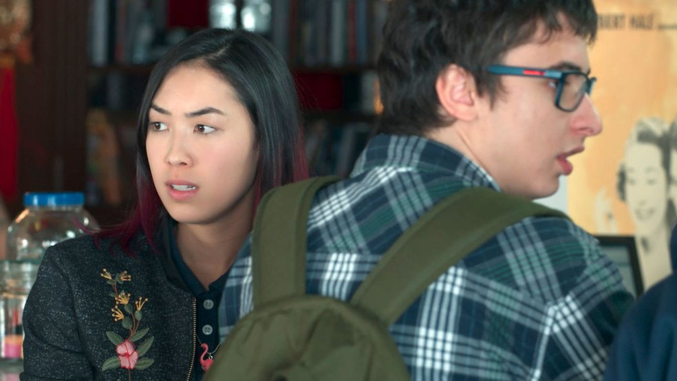 Tina (Ana Hikari) desconfia que Anderson (Juan Paiva) está ficando com Samantha (Giovanna Grigio) em 'Malhação - Viva a Diferença' — Foto: Globo