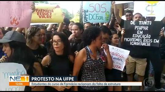 Estudantes de farmácia da UFPE fazem protesto após incêndio em laboratório