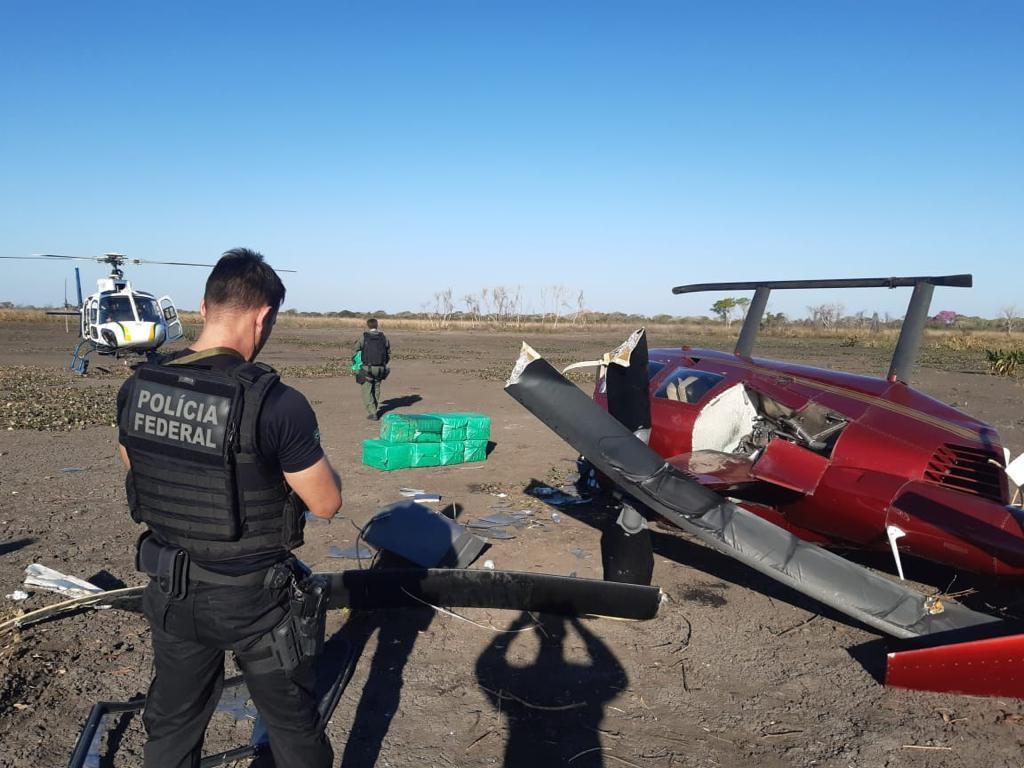 Helicóptero com 300 kg de cocaína: Anac diz que não há registro de venda da aeronave, como alega policial do DF