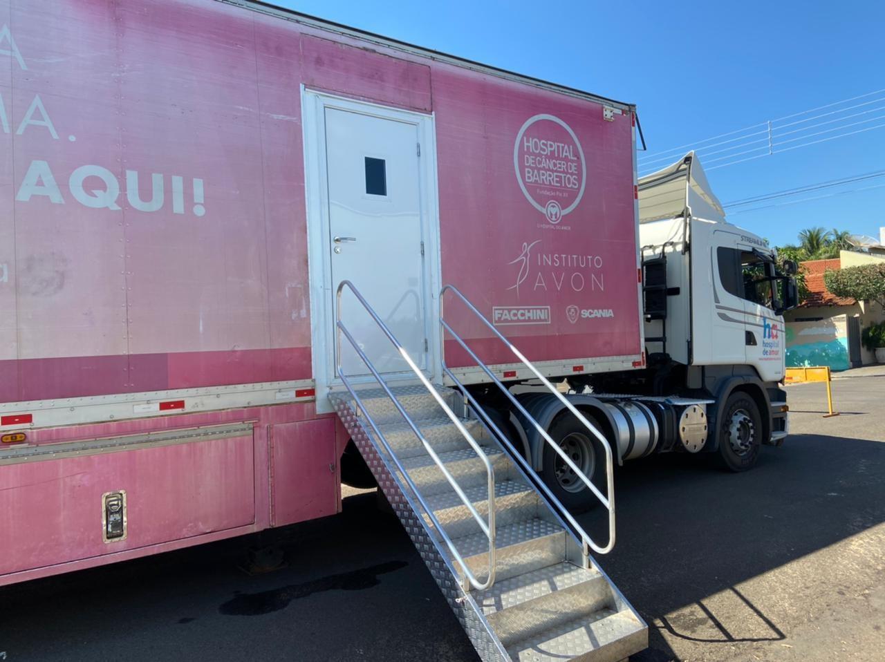 Carreta do Hospital do Amor faz exames de mamografia de graça em Urânia