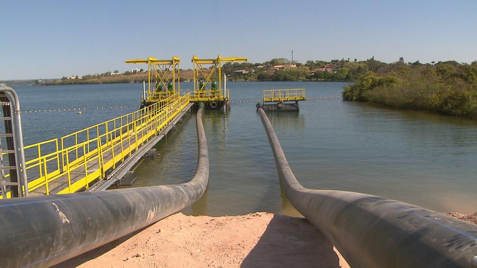 Tubulação usada para captar água do Lago Paranoá (Foto: TV Globo/Reprodução)