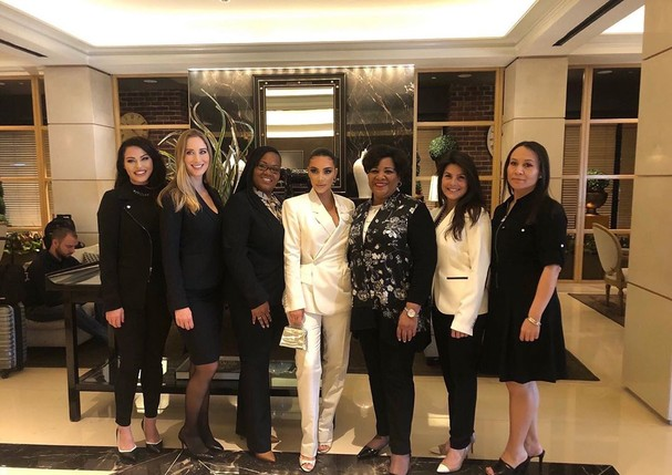 Kim with Alice Johnson, Crystal Munoz, Judith Negron, Tynice Hall, and the @cut50 team (Foto: reproducao)