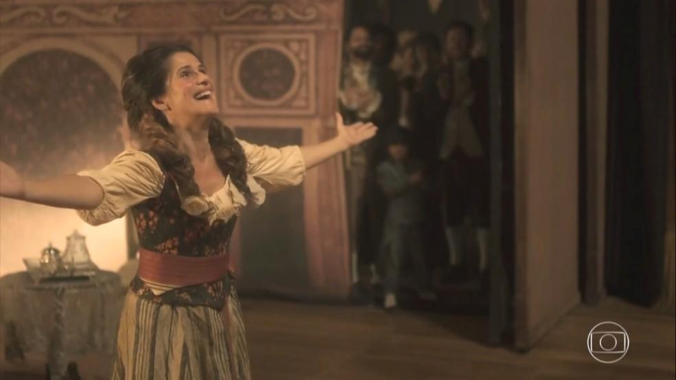 Elvira (Ingrid Guimarães) finalmente realiza o seu sonho e se torna uma 'grande atriz', em 'Novo Mundo' — Foto: TV Globo