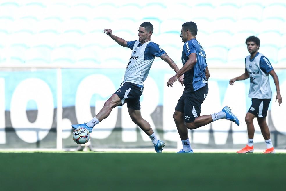 Thiago Neves e Diego Souza participaram de treino do Grêmio — Foto: Lucas Uebel/Grêmio FBPA