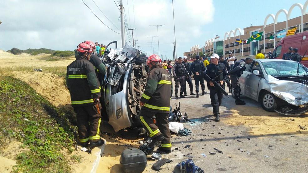 Carro virou em colisão provocada por suspeitos durante perseguição policial em Natal (Foto: Marksuel Figueredo/ Inter TV Cabugi)