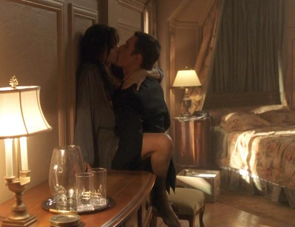 Uma cena de sexo entre os personagens de Angelina Jolie e Ethan Hawke em Roubando Vidas (2004) (Foto: Reprodução)