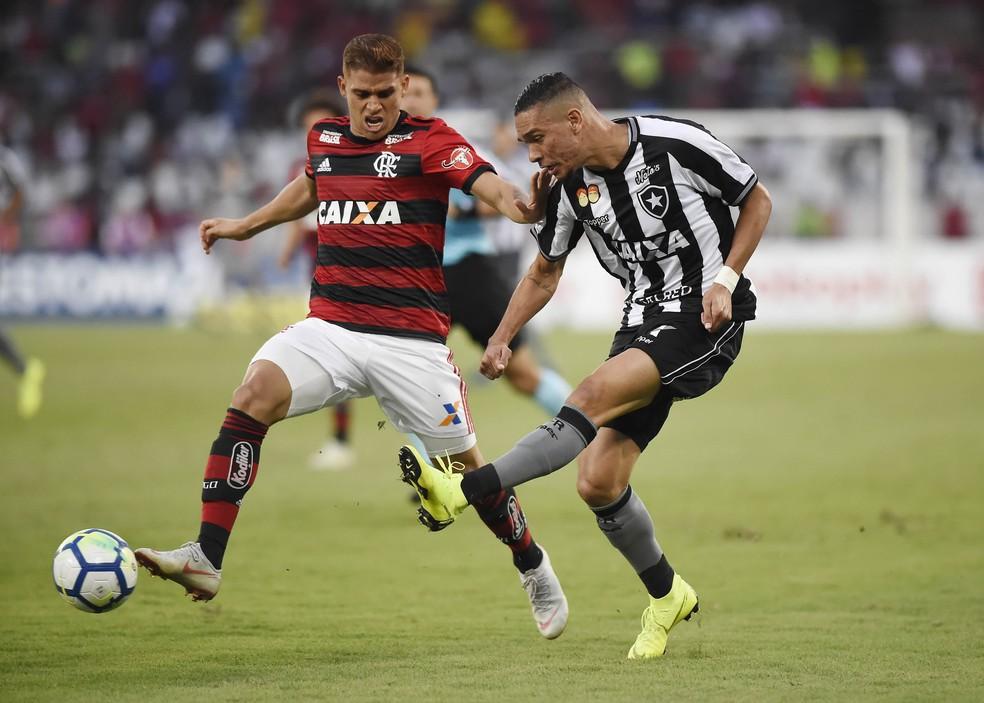 Cuéllar em ação: colombiano foi sacado no 1º tempo contra o Botafogo — Foto: André Durão/GloboEsporte.com