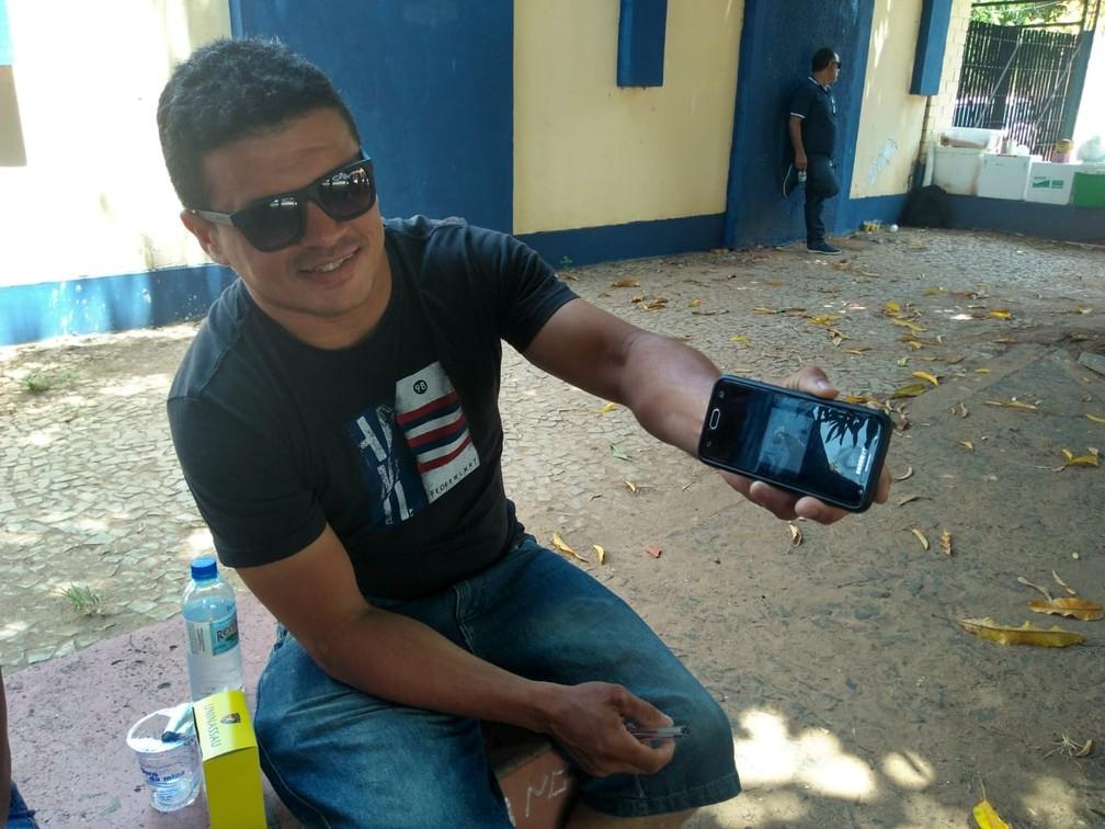 ENEM 2018 - DOMINGO (4) – TERESINA (PI) – Candidato chegou 3 horas mais cedo ao local de prova.  — Foto: Gilcilene Araújo/G1