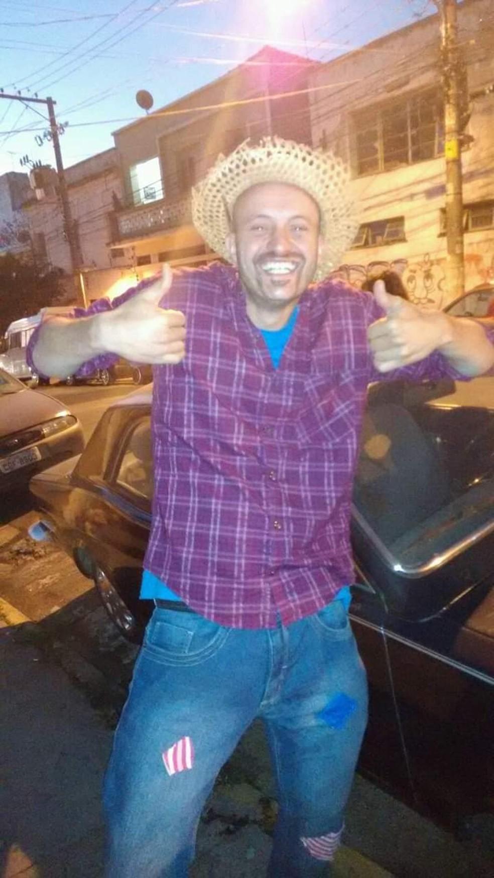 Thiago de Jesus Dias, de 33 anos, sofreu um AVC na noite de sábado (6) enquanto fazia entregas para o aplicativo Rappi — Foto: Arquivo pessoal/Daiane de Jesus Dias