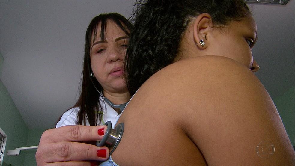 Após um mês, Michele segue internada e sendo acompanhada por médicos — Foto: Reprodução/TV Globo