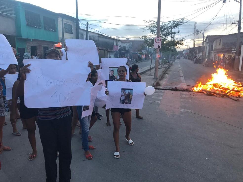 Moradores denunciam suposto caso de violência policial e protesta após morte de cabeleireiro — Foto: Arquivo pessoal