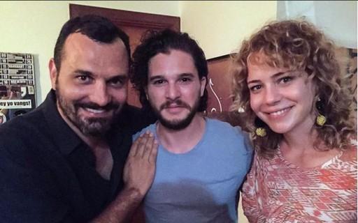 """Possível affair de Grazi, astro de """"Game of Thrones"""" posa com Leandra Leal"""