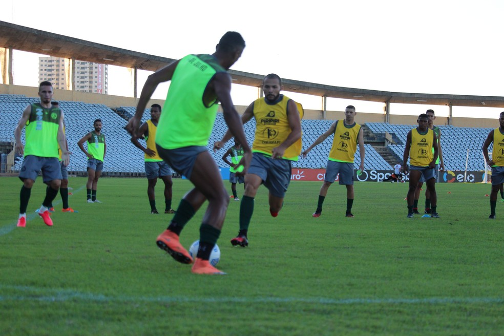 4 de Julho faz treino técnico no Albertão antes de duelo pela Copa do Brasil  — Foto: Emanuele Madeira