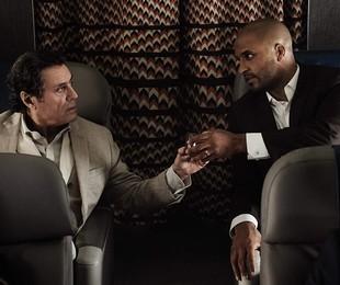 Ian McShane e Ricky Whittle em 'American Gods'   Reprodução