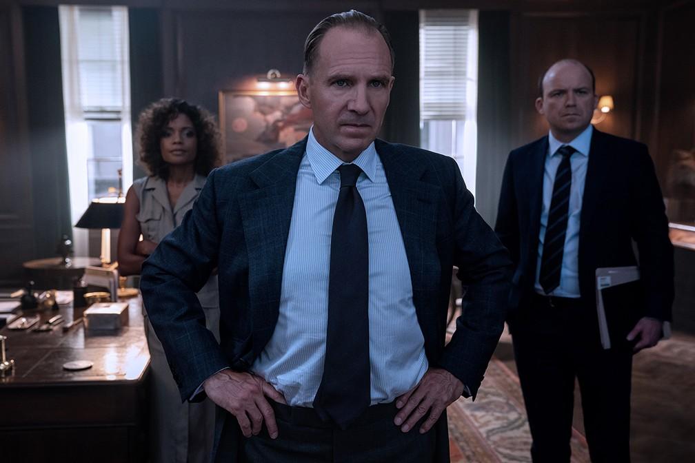 Naomi Harris, Ralph Fiennes e Rory Kinnear em '007 - Sem tempo para morrer' — Foto: Divulgação