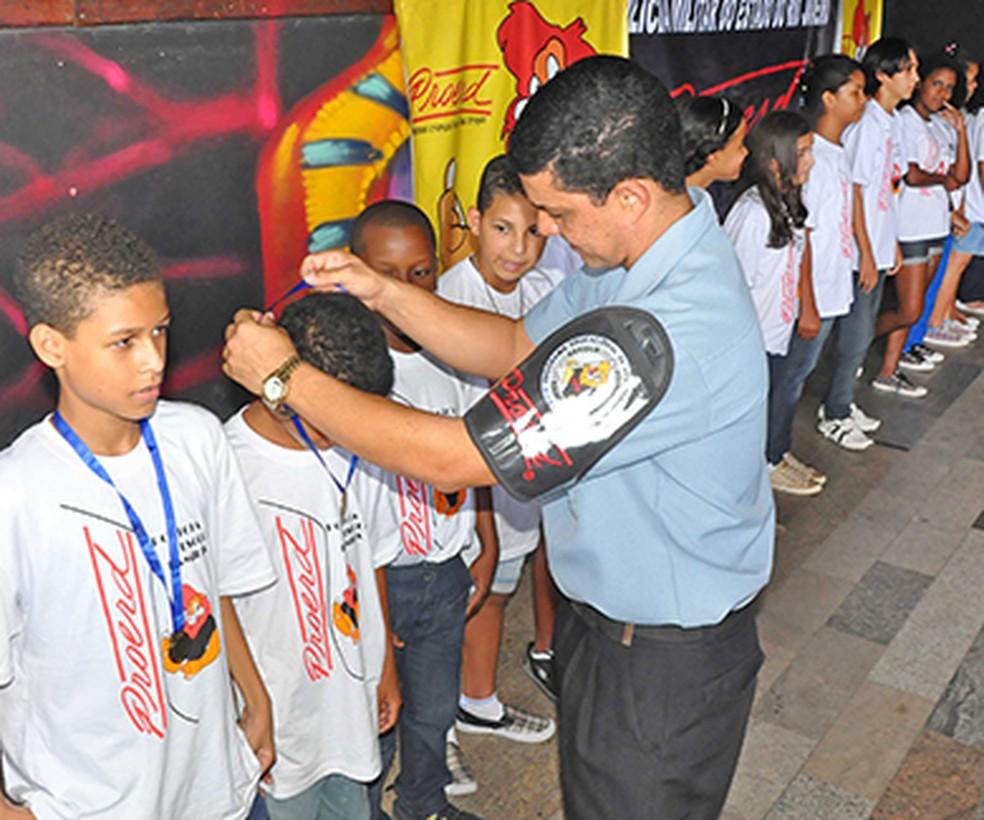 Policiais militares vão lecionar em todas escolas do RJ sobre 'resistência às drogas' — Foto: Divulgação