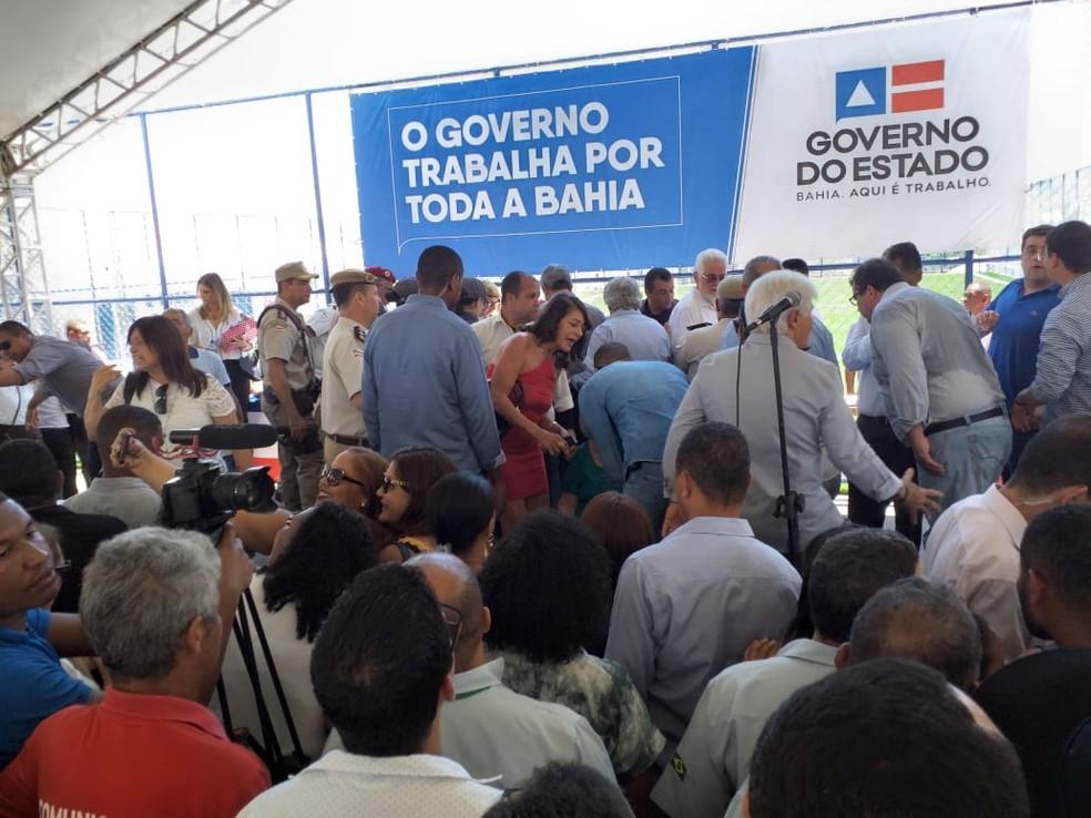 Rui Costa passou mal durante evento em Jequié, no sudoeste da Bahia  — Foto: Giro Ipiaú/Jorge Vianna
