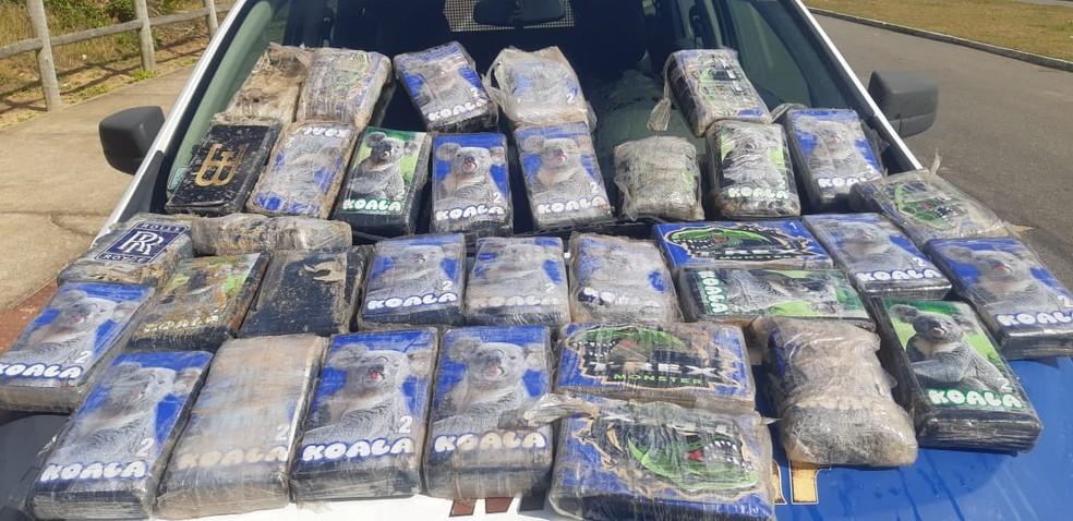 Pasta base de cocaína foi apreendida em Pontal do Ipiranga, em Linhares — Foto: Divulgação/Polícia Militar