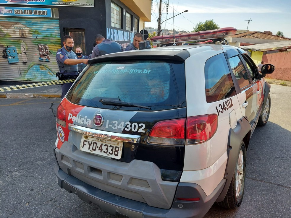 Dois foram presos após assalto frustrado a agência dos Correios em Bom Jesus dos Perdões — Foto: Lucas Rangel/ TV Vanguarda