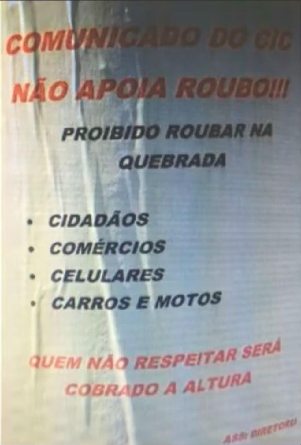 Moradores e comerciantes desconversam quando perguntados sobre os cartazes espalhados pela Cidade Industrial de Curitiba (CIC).  (Foto: RPC/Reprodução)