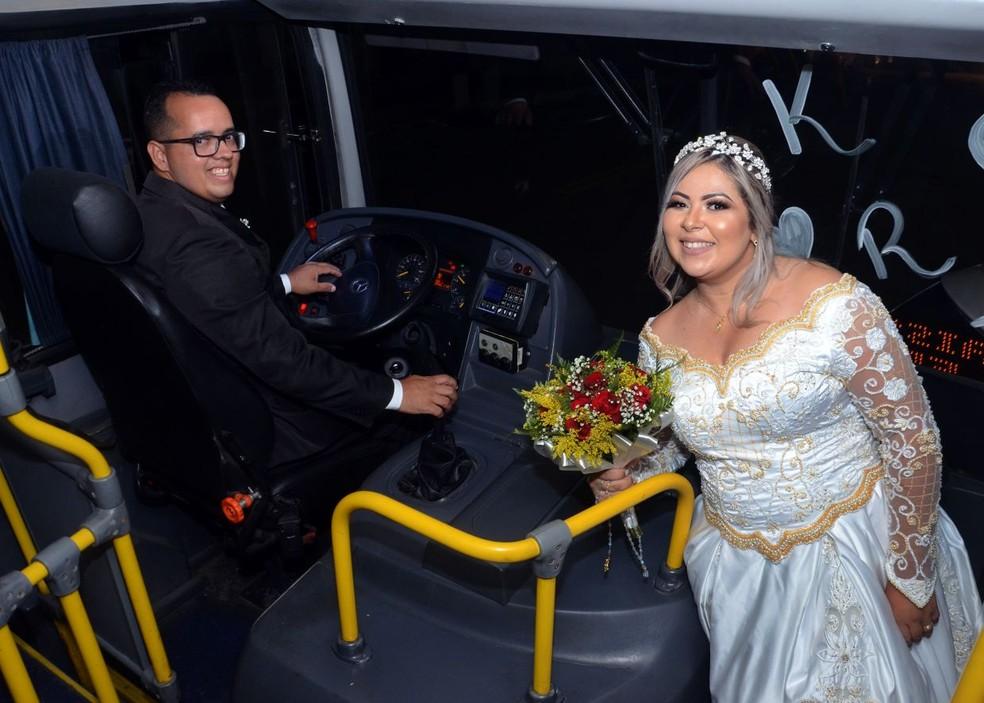 Raissa e Klebeny se conheceram dentro de um ônibus e, dez anos depois, decidiram se casar de forma diferente (Foto: Jefferson Araújo)