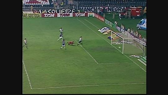 Você se lembra? Montillo faz golaço, e Cruzeiro vence Vasco por 3 a 0, em 2011