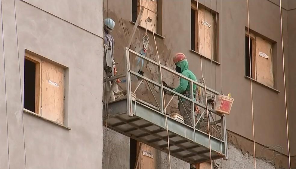 Setor da construção civil comemora bom desempenho mesmo durante pandemia  — Foto: Reprodução/TV TEM
