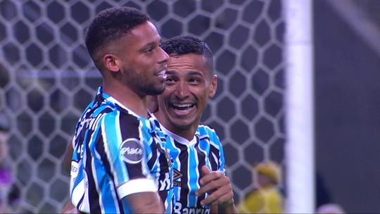 """Bancado por Renato, André desencanta pelo Grêmio e """"lava a alma"""" após oito jogos"""