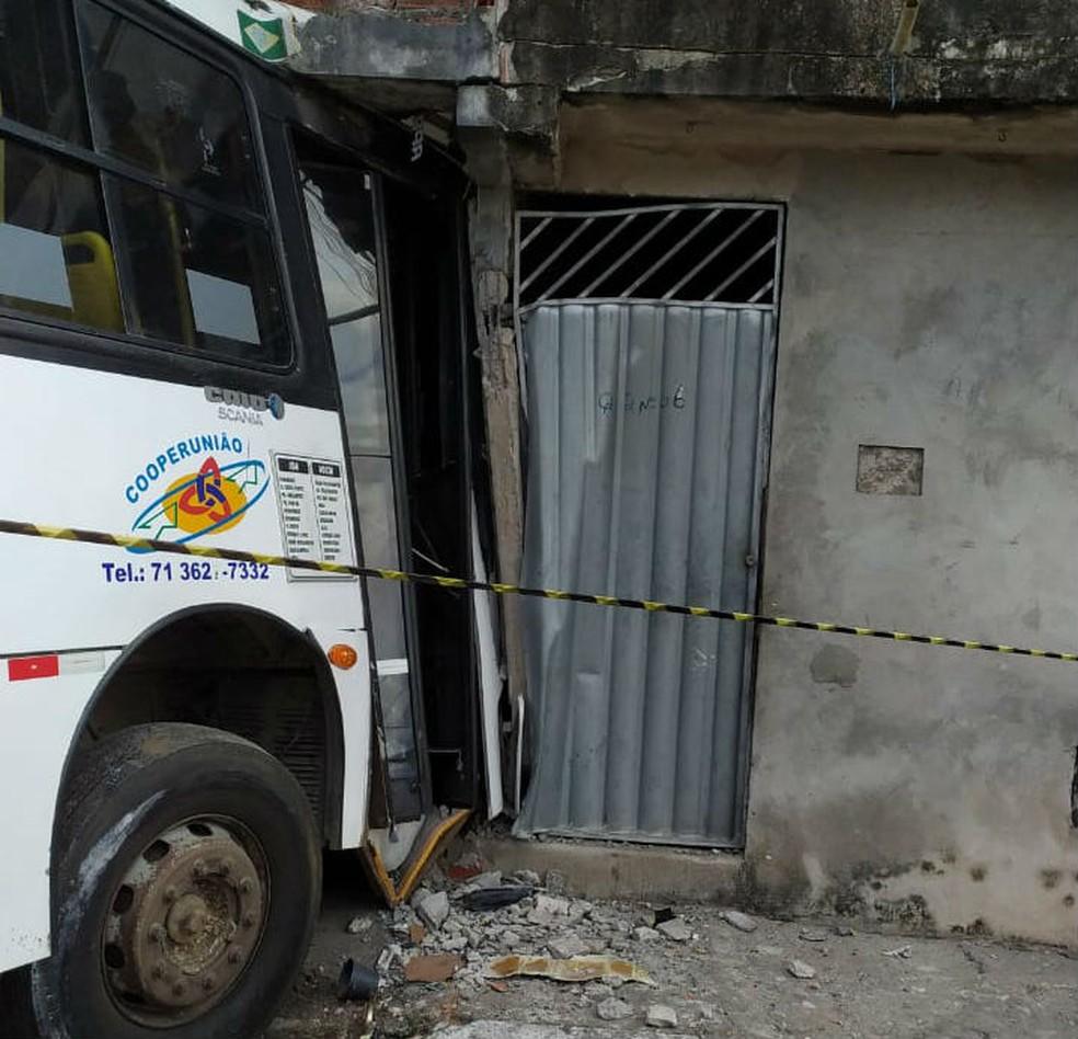 Caso ocorreu no Bairro São Vicente, em um residencial do Minha Casa Minha Vida, em Camaçari, por volta das 5h.  — Foto: Defesa Civil