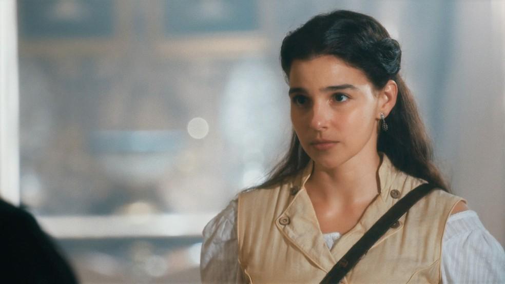 Pilar (Gabriela Medvedovski) pronta para viagem a Boston em 'Nos Tempos do Imperador' — Foto: Globo