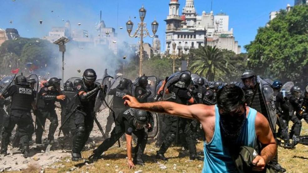Reforma provocou protestos que resultaram em confrontos na Argentina. (Foto: AFP)